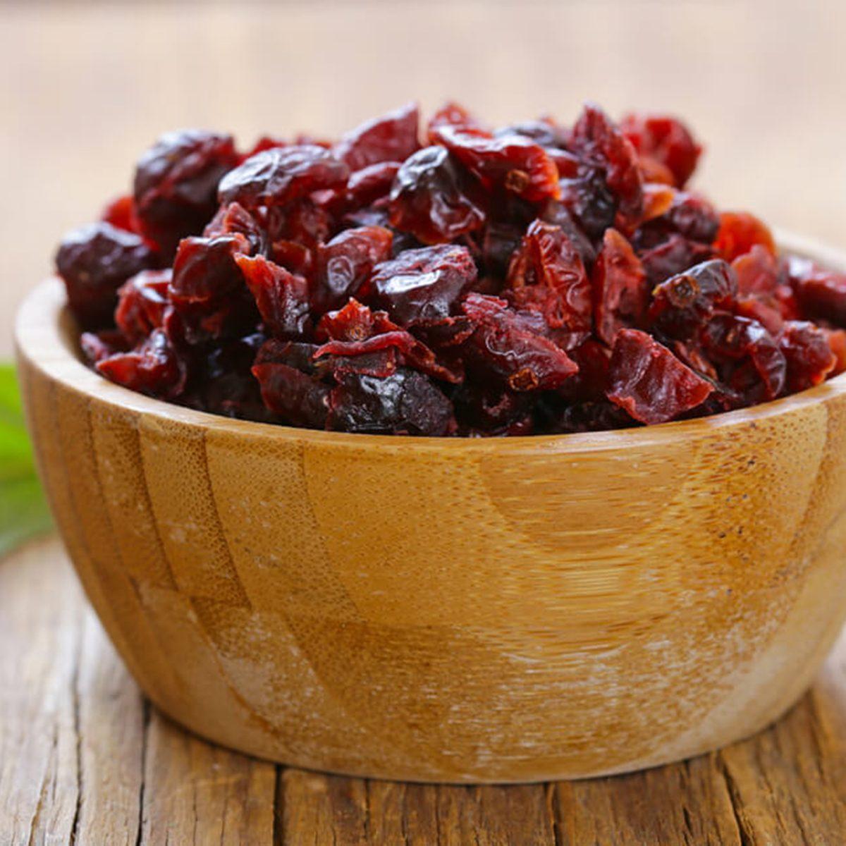 shutterstock_578814472-cranberries