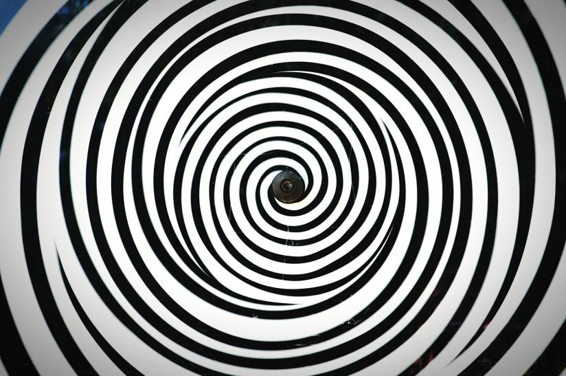 swirled-pattern-of-black-and-white-lines